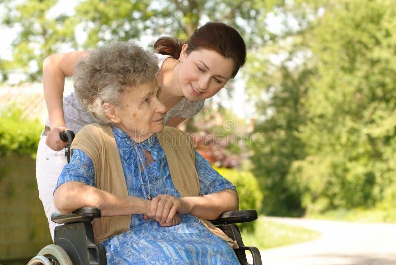 轮椅妇女 免版税库存图片