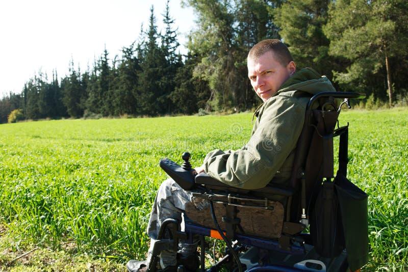 轮椅的军事战士。 免版税图库摄影
