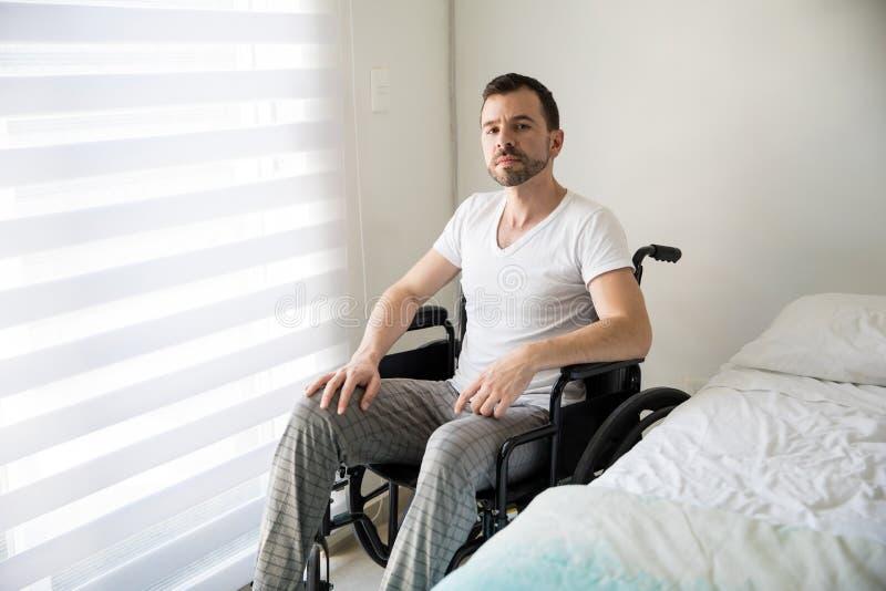 轮椅的拉丁人在家 库存照片
