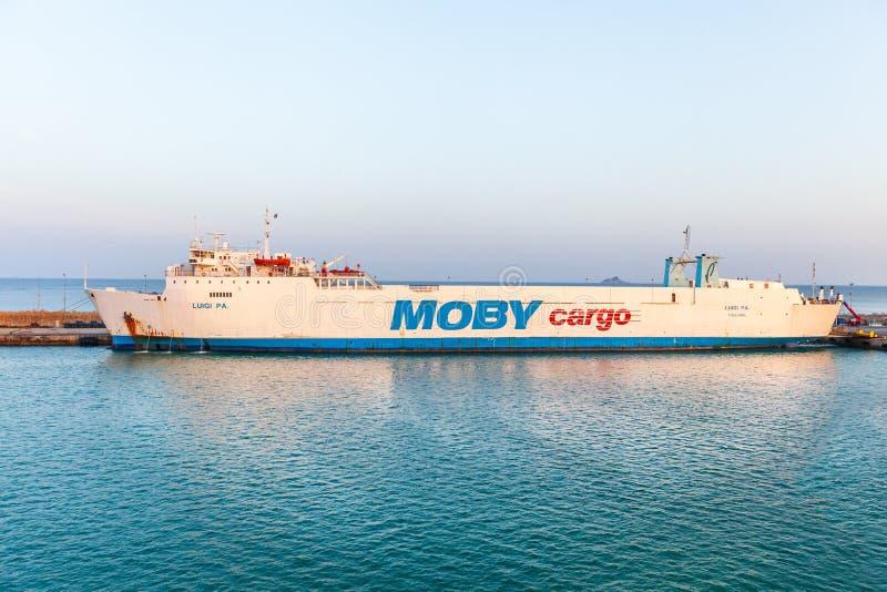 轮渡'Moby'货物到厄尔巴岛海岛在意大利 免版税库存照片