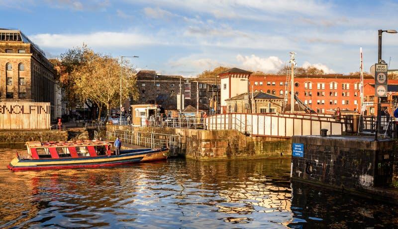 轮渡在布里斯托尔港口在布里斯托尔,Avon,英国 库存图片