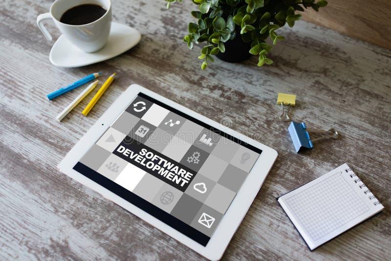 软件开发和自动化概念在片剂显示器 图库摄影