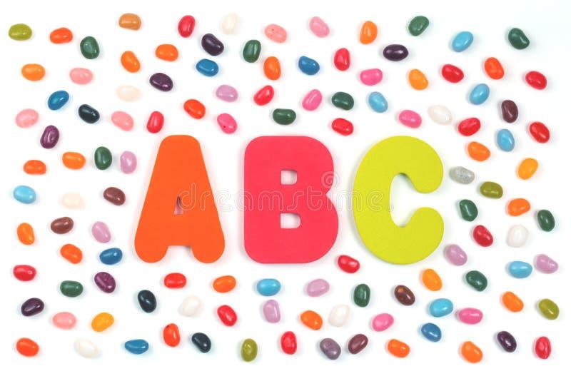 软心豆粒糖甜点和ABC信件 免版税库存照片