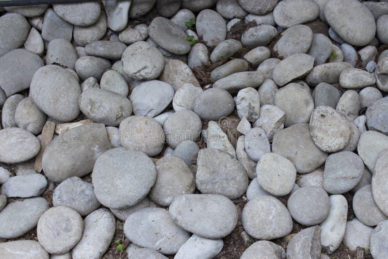 软的圆形卵形鹅卵石,石渣石头,海冰砾,纹理背景 库存图片