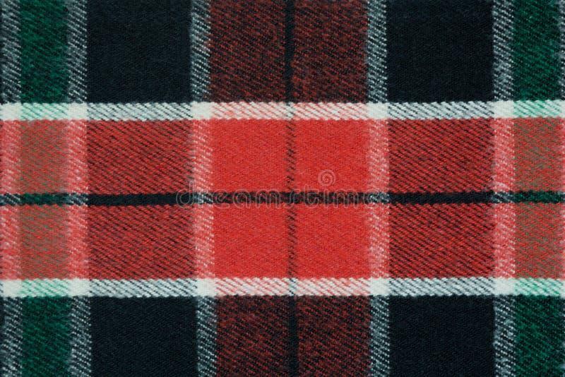软的方格的羊毛毯子 绿色和红色格子花呢披肩纹理,宏观射击 羊毛格子花呢披肩样式 方格的布料织地不很细表面  免版税库存图片