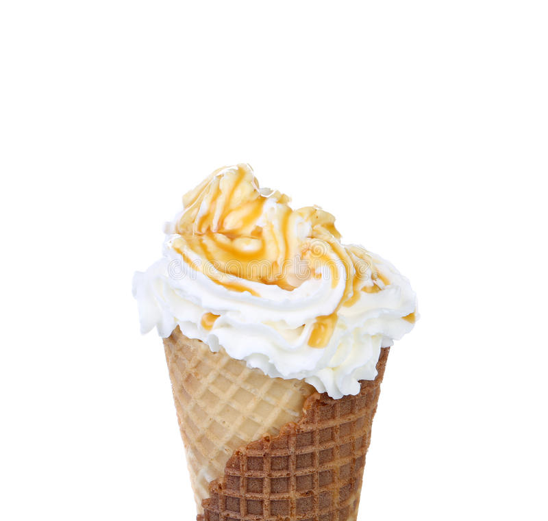 软的服务冰淇凌。顶部焦糖。 免版税库存照片