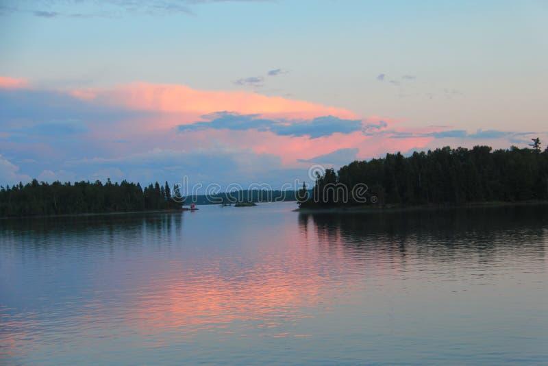 软的桃子定了调子日落,伍兹湖, Kenora,安大略 免版税库存图片