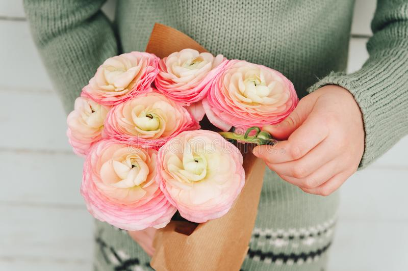 软的桃红色毛茛美丽的花束  库存照片
