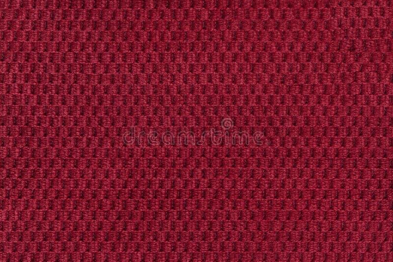 从软的羊毛状的织品特写镜头的红色背景 纺织品宏指令纹理  免版税库存图片