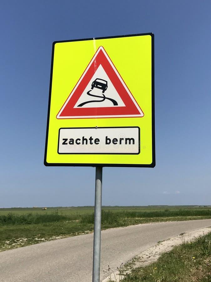 软的路旁的荷兰交通路标警告 免版税库存图片