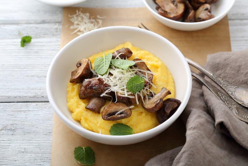 软的麦片粥用蘑菇 免版税库存图片
