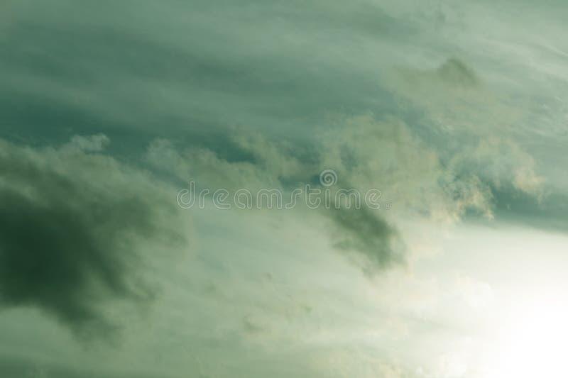 软绿色云彩纹理背景复兴的天空, 免版税库存图片