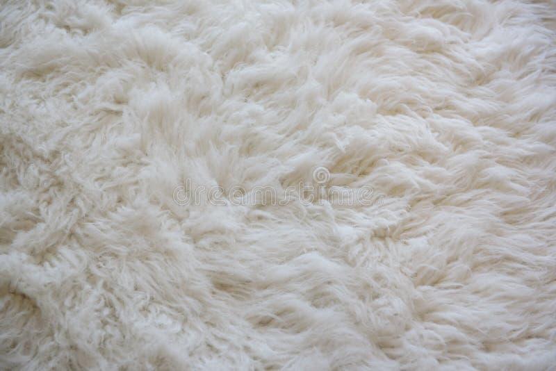 软软地羊毛白色地毯 免版税库存图片