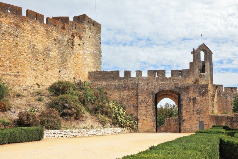 在修道院公园附近的防护墙壁 库存照片