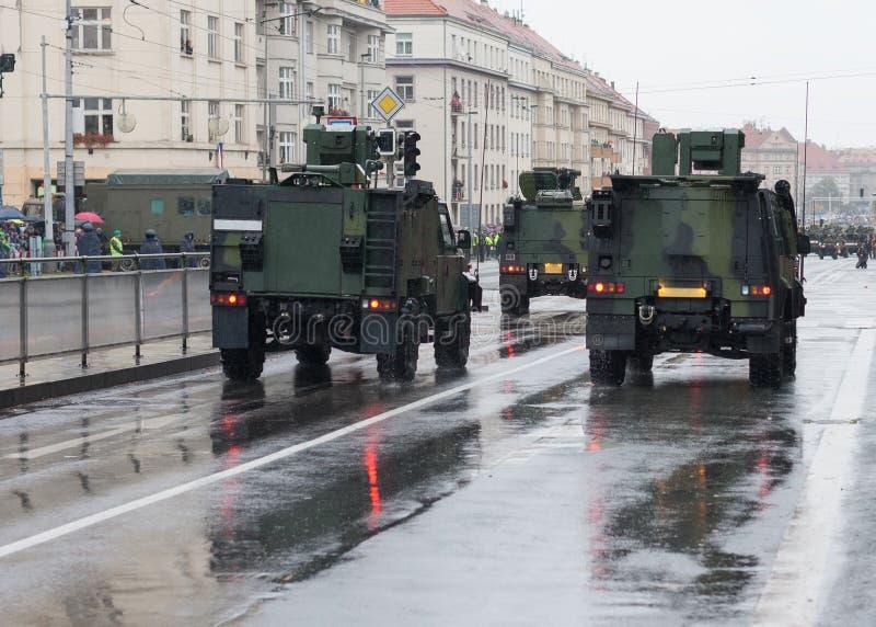 轻的多角色车,步兵在军事游行的流动性车在布拉格,捷克 免版税图库摄影