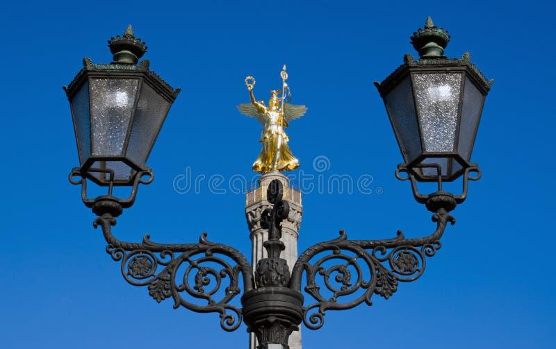 轻的雕象街道维多利亚 库存图片