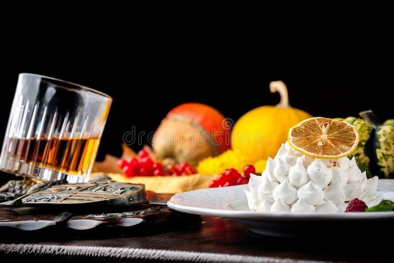 轻量级点心用威士忌酒 万圣夜膳食 库存图片