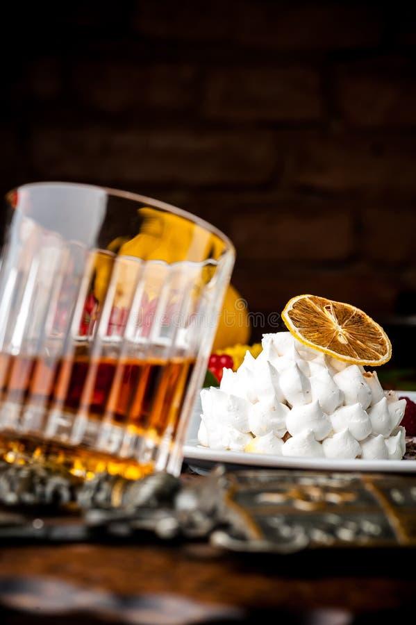 轻量级点心用威士忌酒 万圣夜膳食 免版税库存图片