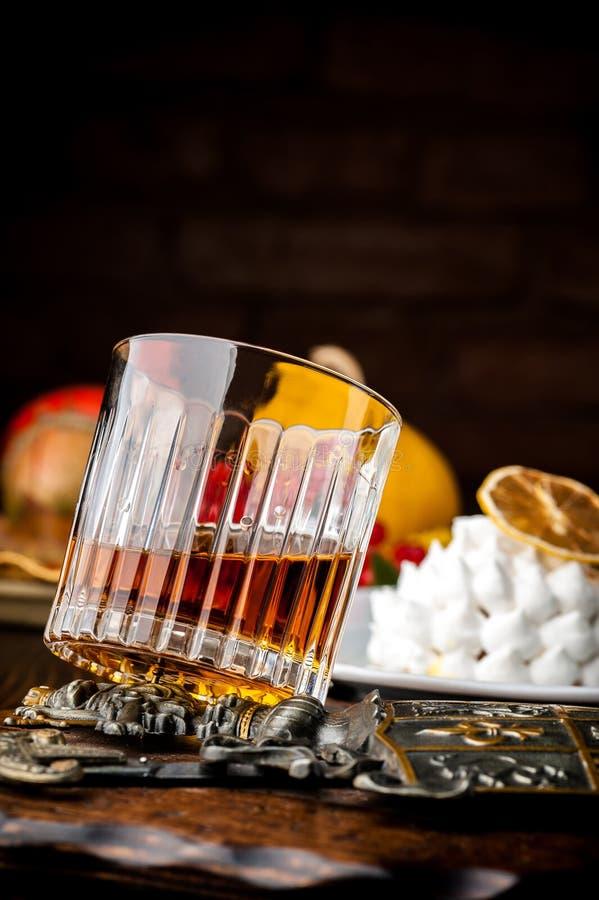 轻量级点心用威士忌酒 万圣夜膳食 免版税图库摄影