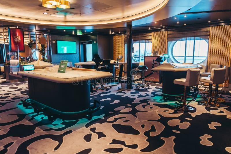 载汽车轮船诗丽雅号线诗丽雅号小夜曲闭合的赌博娱乐场  库存图片
