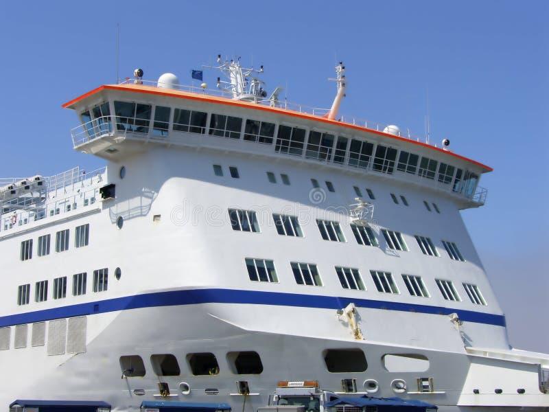 载汽车轮船 免版税库存照片