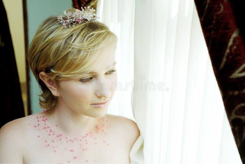辅助部件白肤金发的新娘粉红色 免版税库存照片