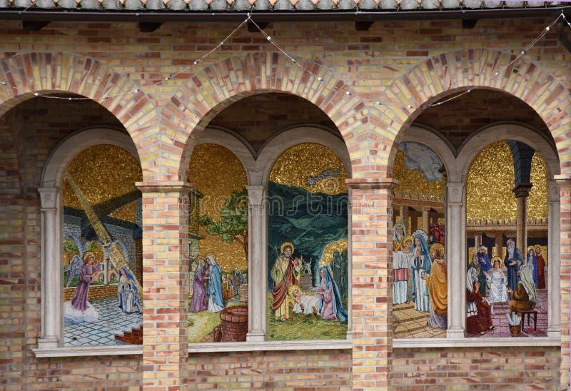 辉煌的圣所玛丹娜在朱利亚诺瓦 免版税库存照片
