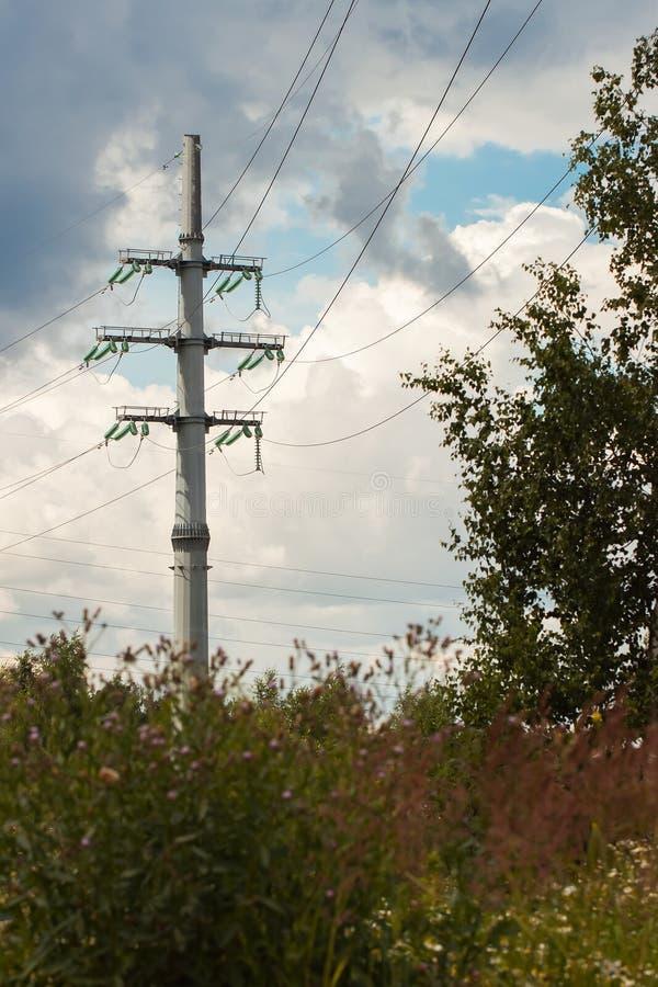 输电线包括塔或杆暂停的指挥 图库摄影