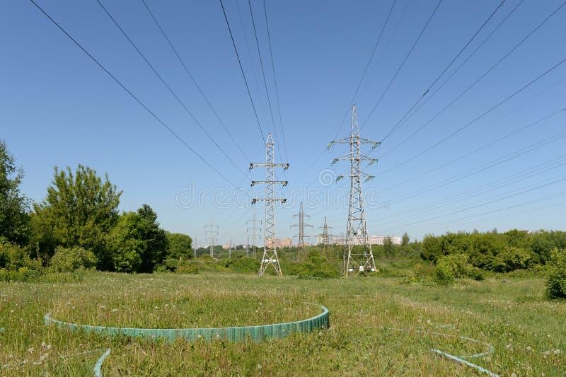 输电线在莫斯科的鲁布林公园 图库摄影