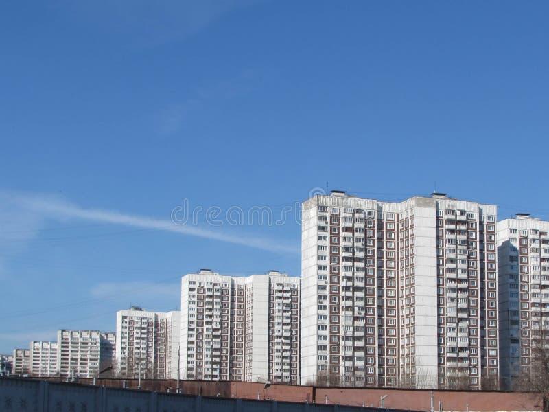 输电线在莫斯科 免版税库存照片