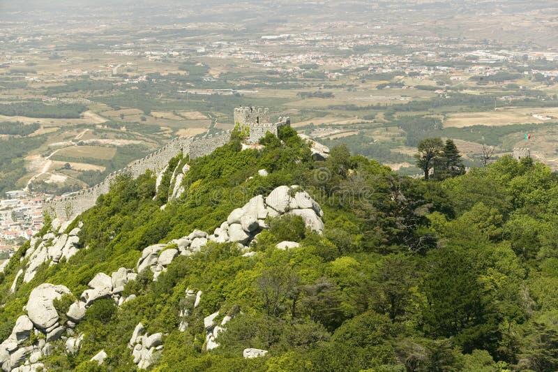 辛特拉城堡墙壁或者Castelo dos Mouros或摩尔人城堡,辛特拉,葡萄牙 免版税库存图片