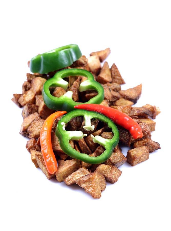 辣椒的果实油煎的绿色土豆 免版税库存照片