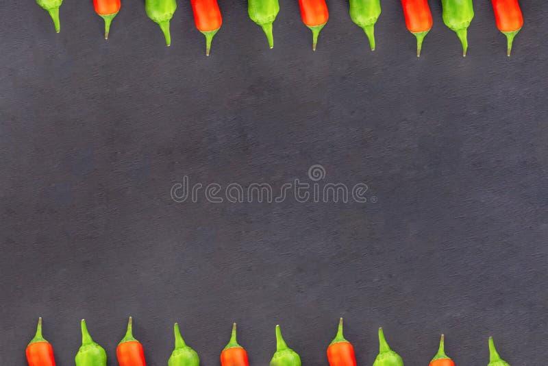 辣椒边界荚胡椒锋利的水平线平行设计烹饪拷贝空间黑色基地 图库摄影