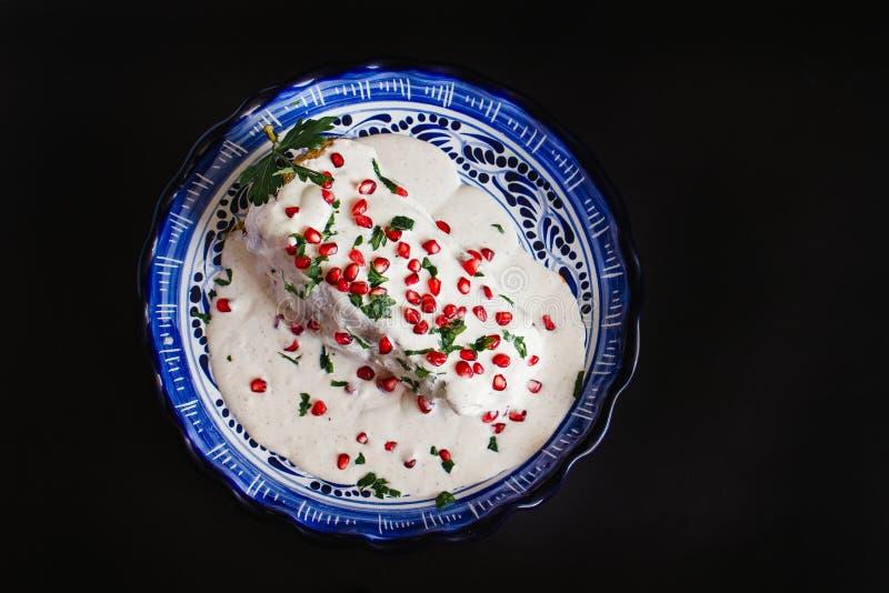 辣椒en Nogada传统墨西哥烹调在普埃布拉墨西哥 库存照片