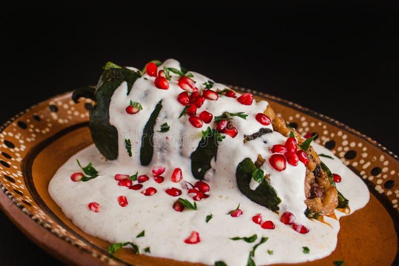 辣椒en Nogada传统墨西哥烹调在普埃布拉墨西哥 库存图片