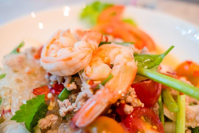辣虾和混合菜沙拉,泰国食物 免版税库存照片