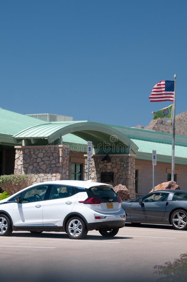 边境巡逻驻地、帕索得克萨斯修造的入口和旗子 免版税库存照片