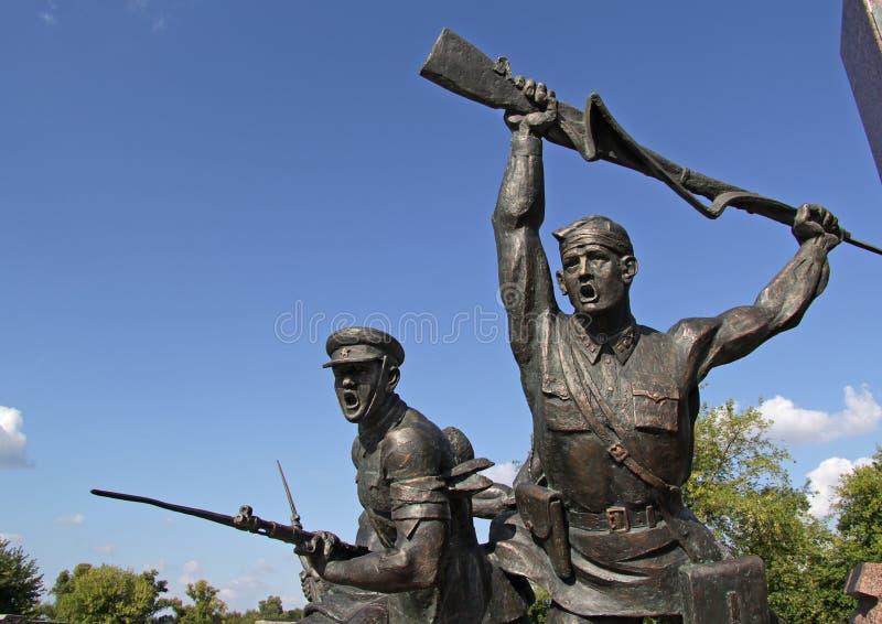 边界、妇女和孩子的雕刻的构成英雄他们的勇气的不朽的离去了纪念复合体 免版税库存图片