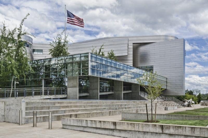 从边的韦恩莱曼莫尔斯美国法院大楼 库存图片