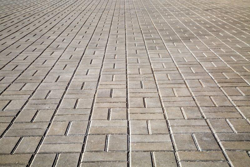 边路的看法,标示用方形的街道瓦片,有透视的 库存照片