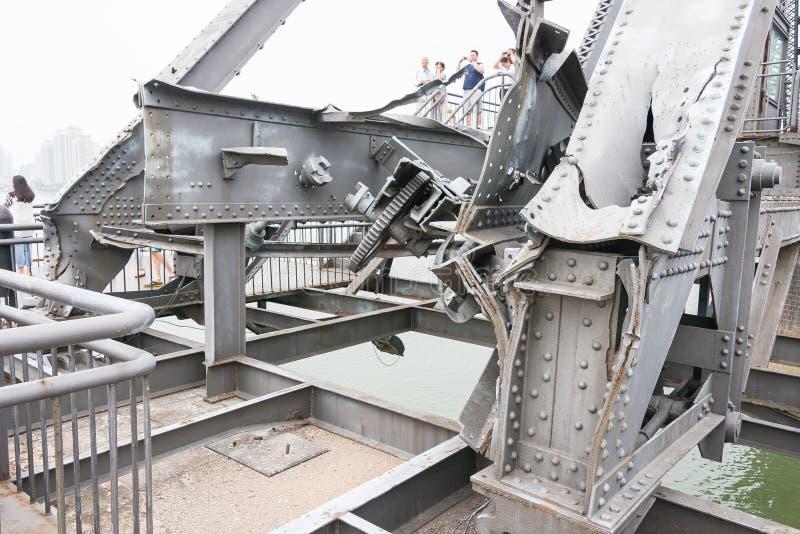辽宁,中国- 2015年7月28日:鸭绿江短小桥梁 一著名 库存照片