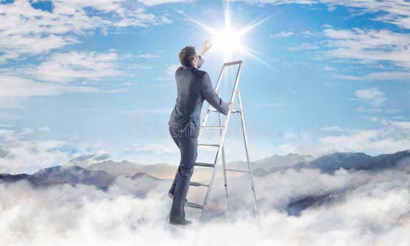 达到成功的商人的概念性图片 免版税库存图片
