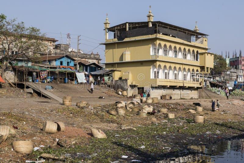 达卡,孟加拉国, 2017年2月24日:Buriganga河河岸在达卡 免版税库存照片