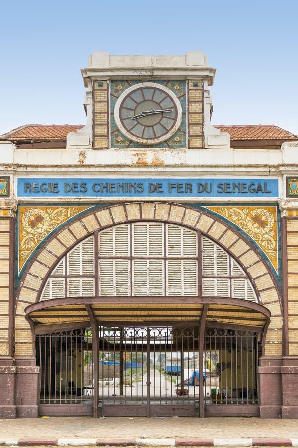 达喀尔,塞内加尔,殖民地大厦的被放弃的火车站 免版税图库摄影