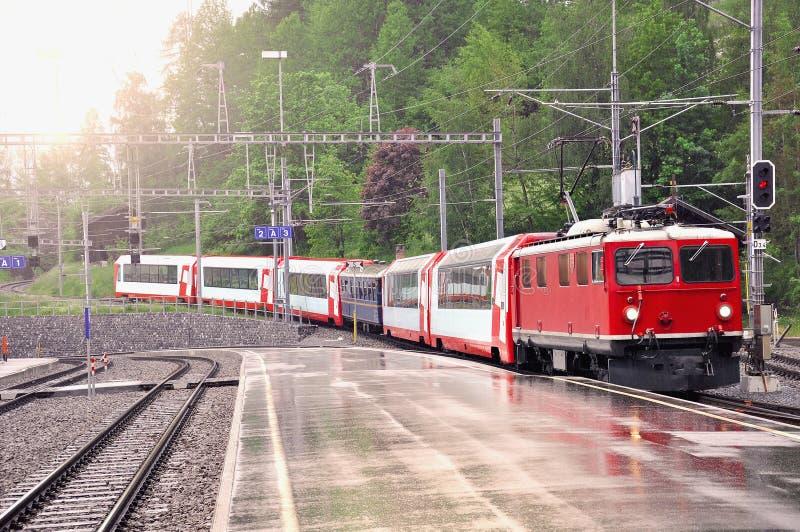 从达沃斯的火车到达对Filisur驻地 免版税库存图片