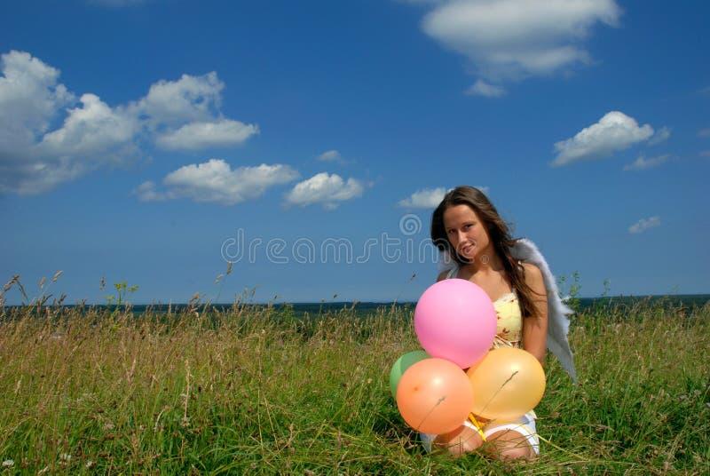 迅速增加五颜六色的愉快的选址妇女&# 库存照片