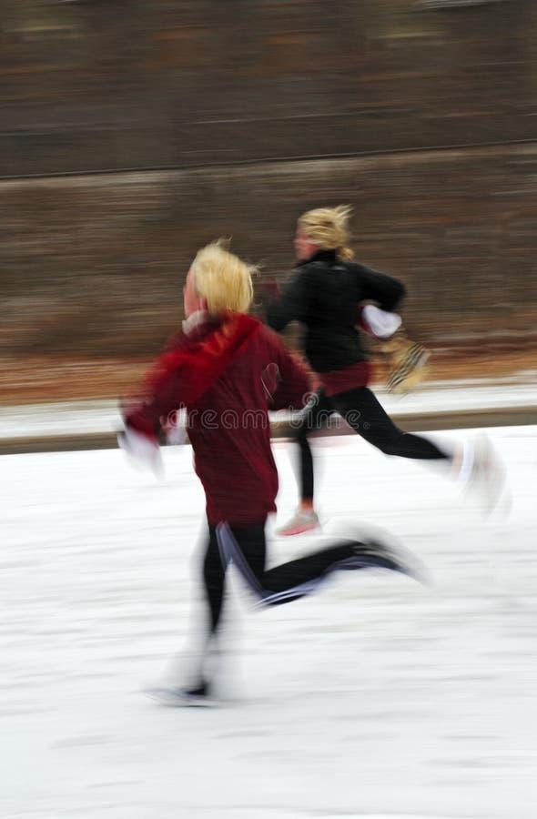 过去赛跑的雪 库存图片