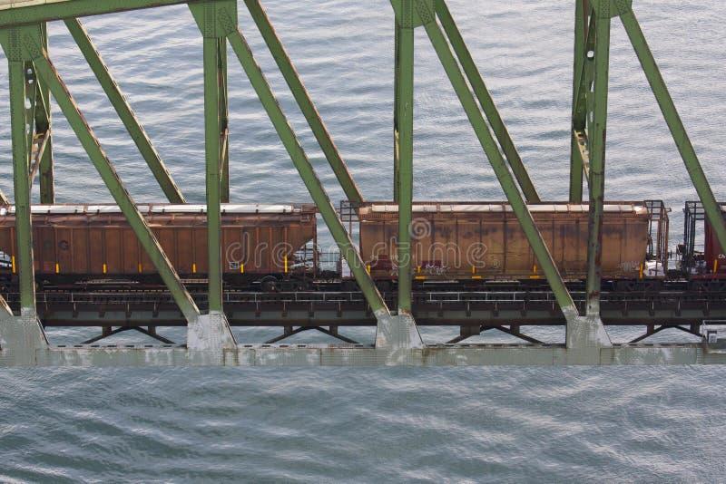 过在水的火车铁路桥 库存照片