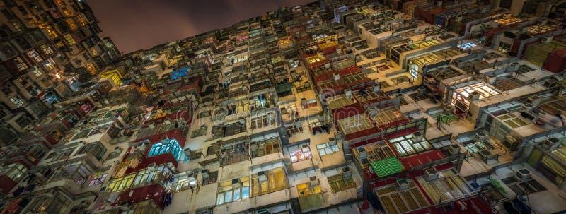 过度拥挤的居民住房在香港 图库摄影