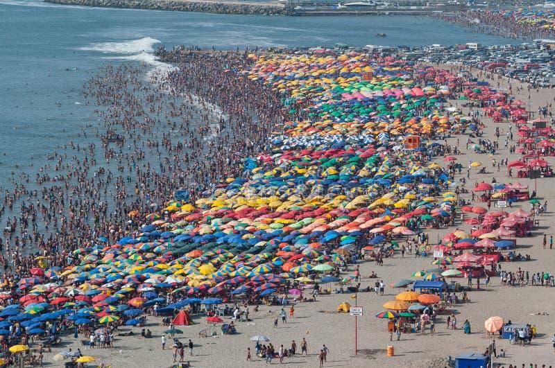 过度拥挤的海滩 免版税库存图片